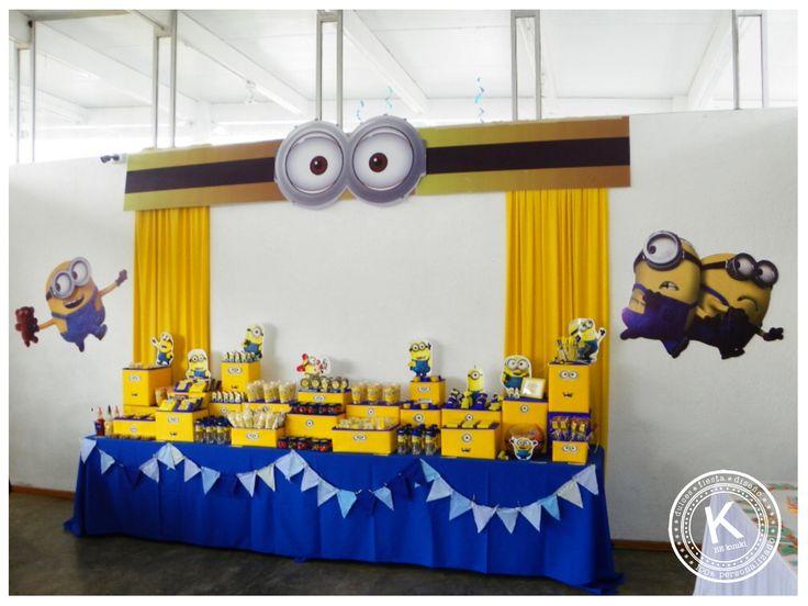 Mesa de dulces | candy bar | cumpleaños | minions | dulces | salado | fiesta | amarillo | azul | backdrop | www.beKUUKI.com