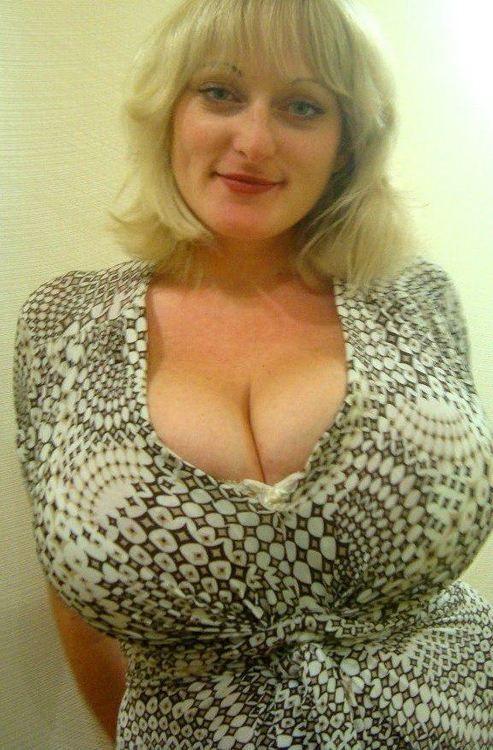 Sexy skinny nude older woman