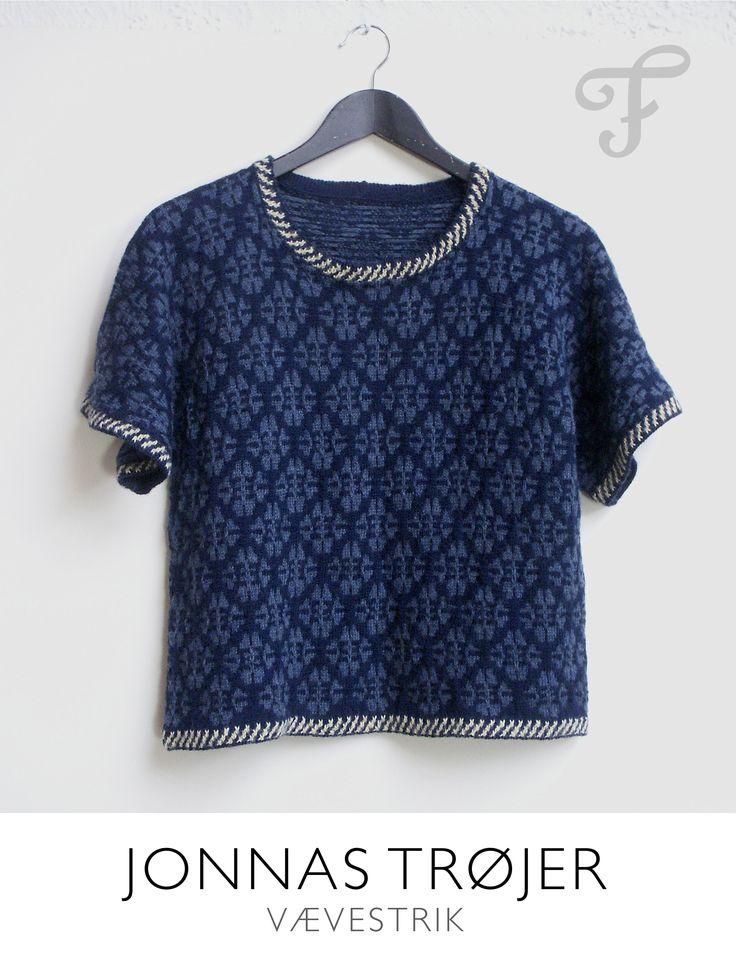 Løvfald i blå. Kortærmet bluse, strikket i alpaka. Design af Jonna Balle
