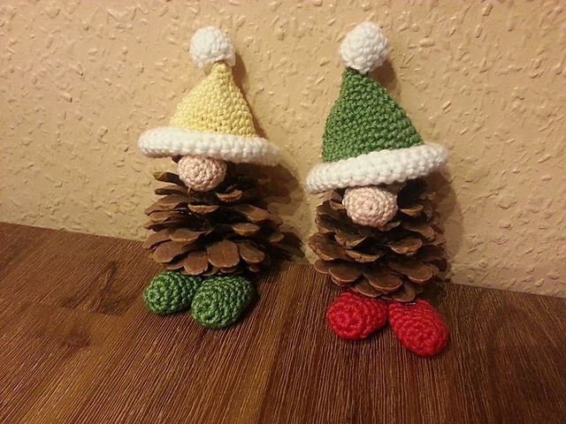 10 Free Last Minute Christmas Crochet Patterns! Collection on Mooglyblog.com. FREE PATTERN 12/14.