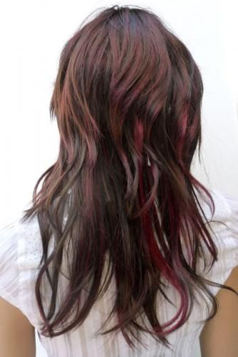Dark brown hair with burgundy highlights. I always wanted to try this but I never did so far. I think is about time I tried. .. Besides, it's only hair, if I don't like it, I can always change it. Today with all the tools we have like extensions, dyes, hair salons, hair stylists, there is no excuse not to dare different looks. That's what I think anyway.