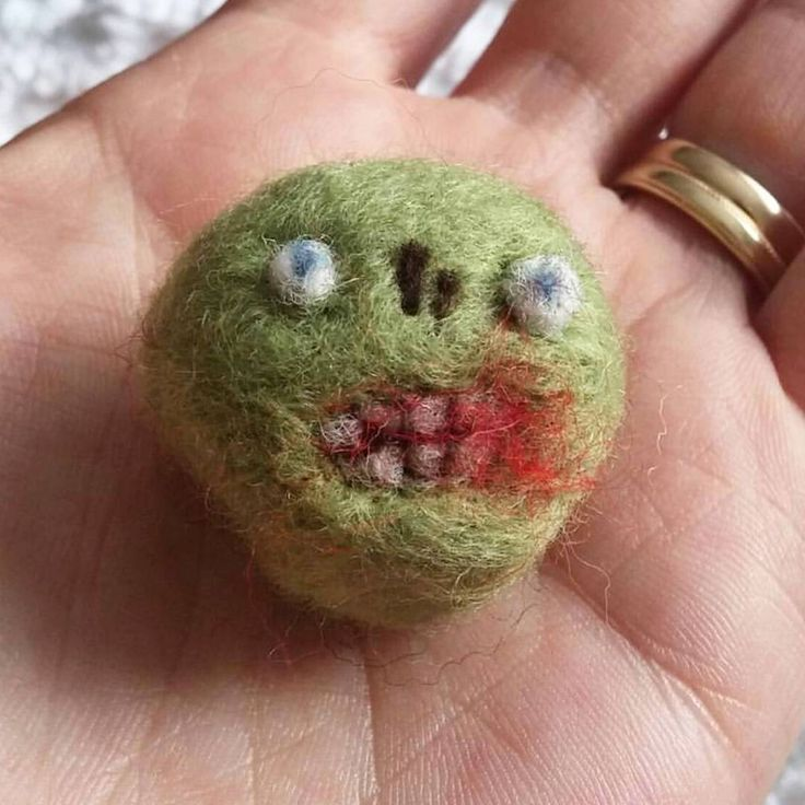 "6 Likes, 1 Comments - Happy Savage Studio (@happysavagestudio) on Instagram: ""Happy Friday from the zomb-pea #needlefelt #zombie"""