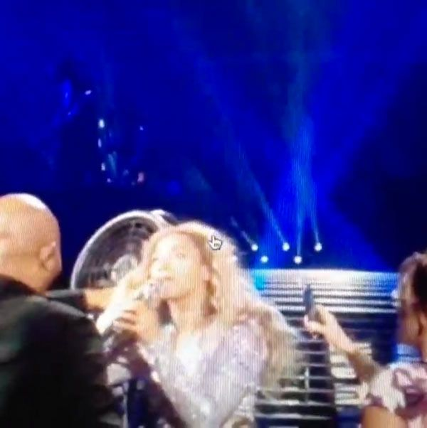 Beyonce Gets Hair Caught In Fan During Concert — And KeepsSinging