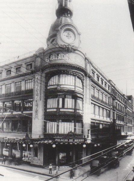 """La construcción del edificio se inició al adquirir en terreno en el centro de la ciudad en 1888, en la antigua esquina de Callejuela y San Bernardo, en lo que actualmente son las calles 5 de Febrero y Venustiano Carranza; inagurado en 1891,  la obra constó de un edificio de cinco pisos con una estructura de hierro fundido al estilo de la Torre Eiffel, tal como se usaba en los grandes almacenes parisinos, por lo cual fue nombrado por los mismos ciudadanos como """"El Palacio de Hierro"""".Un…"""