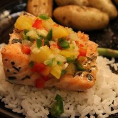 Salmon with Fruit Salsa: Brown Rice, Recipes Food, Seafood Recipes, Cooking Salmon, Food And Drinks, Dinners, Pineapple Salsa, Fruit Salsa Recipes, Favorite Recipes