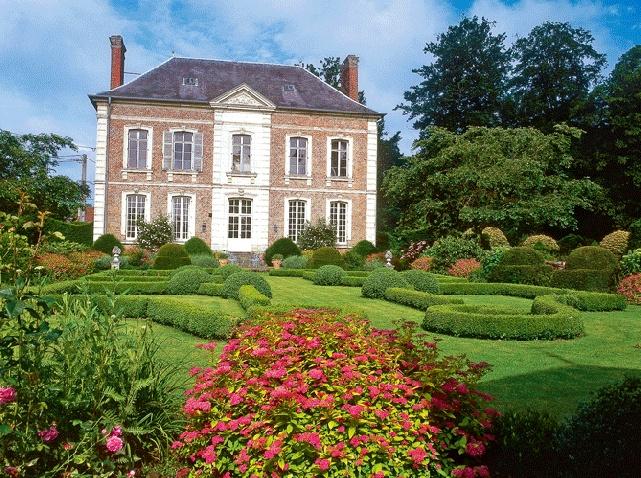 A Ribeaucourt, un jardin à la française revisité.
