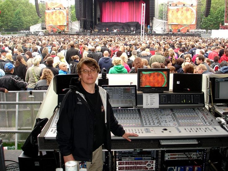 Andy Meyer. Check out his live sound resume. https://www.youtube.com/playlist?list=PL2qcTIIqLo7ViDCCnEDmLTNodKm9k39Y7
