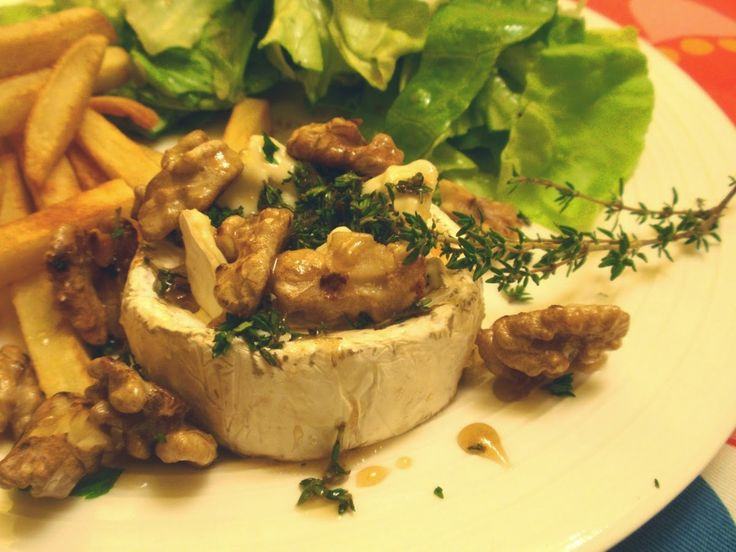 Aneta Goes Yummi: Pečený hermelín s tymiánom, orechami a medom