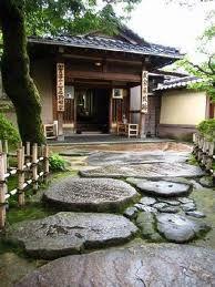 japon tradiciones ( camino de piedras para entrada con cerca).