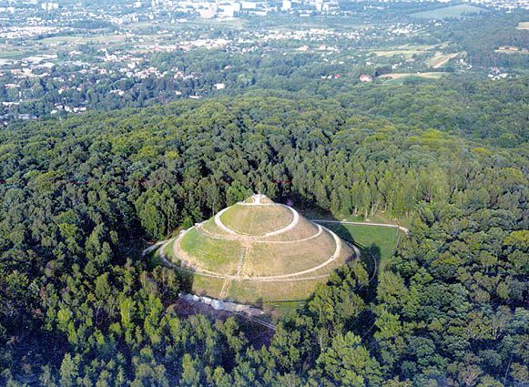 Piłsudski's Mound (also known as Independence Mound or Freedom Mound[1]) (Polish Kopiec Piłsudskiego) is located in Kraków, Poland, and was established by the Polish nation in honor of Józef Piłsudski. An artificial mound.
