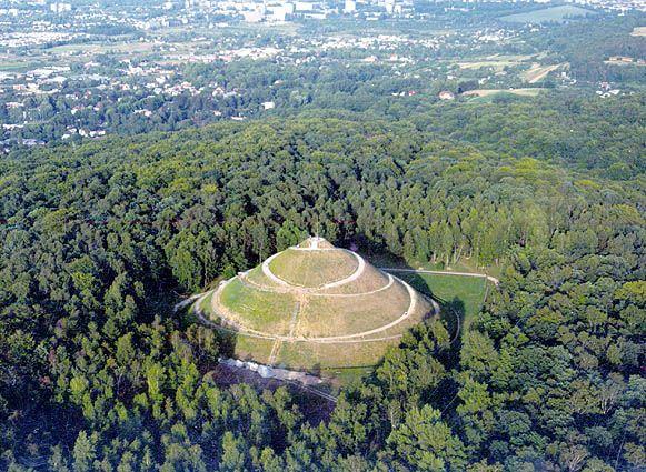 Piłsudski's Mound (also known as Independence Mound or Freedom Mound[1]) (Polish Kopiec Piłsudskiego) is located in Kraków, Poland, and was established by the Polish nation in honor of Józef Piłsudski. An artificial mound.