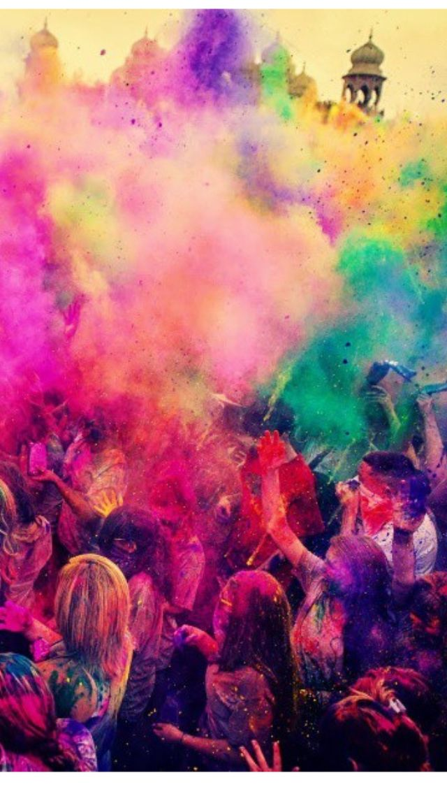 Holi festival of colour in India, it's in my bucket list to visit! @lauragrier