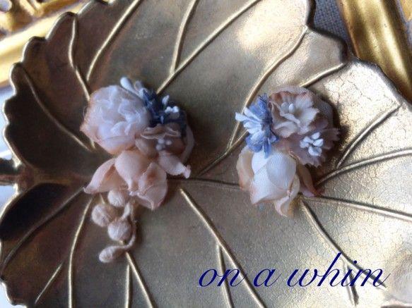 小蕾のお花と小花の紅茶染めピアス ブルー
