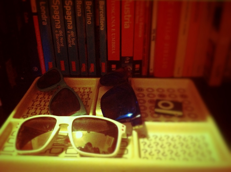 "Sunglasses ""Oakley Frogskin Limited Edition 4-leggend"" - ""Von Zipper Elmore Facemelt"" - ""Oakley Holbrook Limited Edition STPL"""