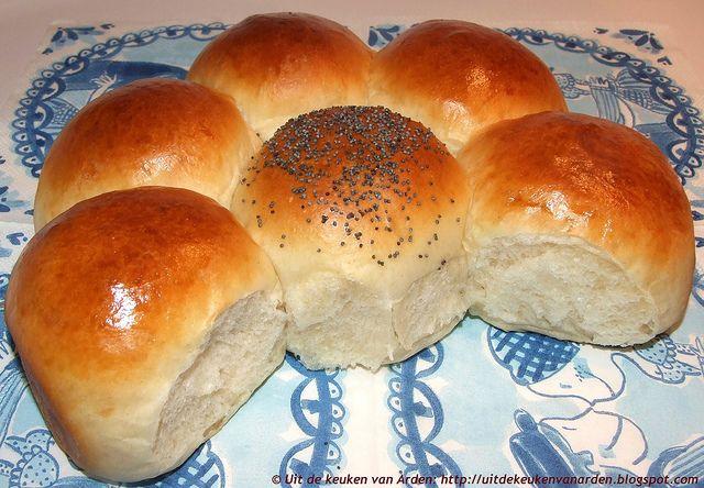 Zachte witte broodjes. Die lukken heel erg goed met speltmeel!