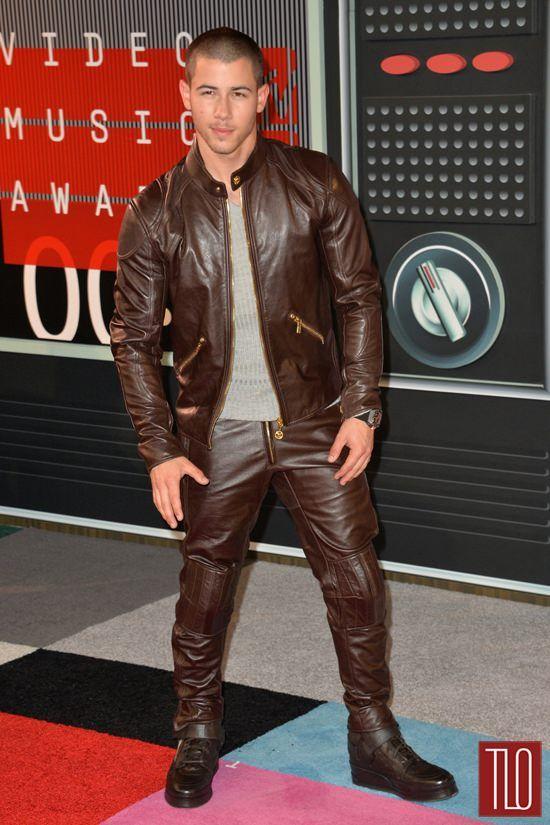 Nick-Jonas-2015-MTV-Video-Music-Awards-Red-Carpet-Fashion-Versace-Tom-Lorenzo-Site-TLO (2)