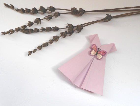 Origami abito rosa, materiale per creazione, abito in carta, vestito di carta, abiti in miniatura, abito rosa chiaro.