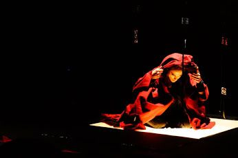 Ένας αφοπλιστικός μονόλογος του Δημήτρη Ζουγκού πάνω στη Μήδεια του Ευριπίδη (Παράταση έως 31 Μαΐου) ______________________ #theater #theatro #art   http://fractalart.gr/mideia-monologos/