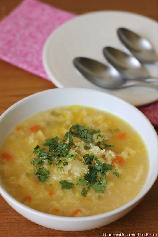 La sopa de arroz colombiana ha sido la favorita de muchos por su rico sabor y fácil elaboración. Disfrútala en casa con esta receta que me dio mi abuelita.