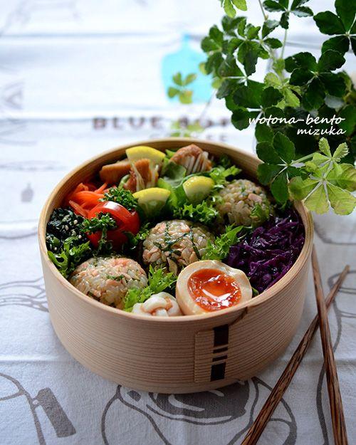 鶏のサムギョプサルと鮭と大葉の玄米おにぎり弁当