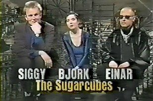 """The two hour Sunday night show featured the best in alternative videos, along with guest appearances from indie acts and performances from some of the best indie, Brit-pop and grunge bands around. 