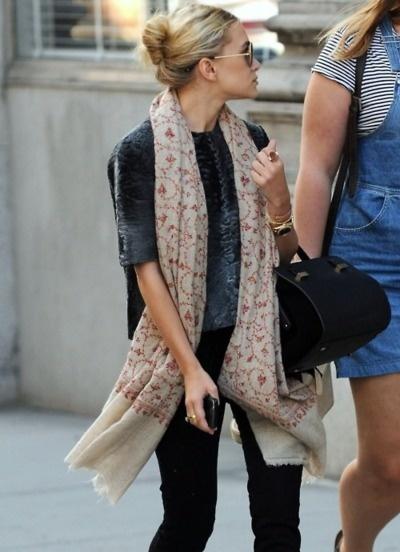 Ashley Olsen: Ashley Wear, Celeb Style, Casual Outfit, Fashion, Casual Buns, Cashmere Scarf, Big Scarves, Ashleyolsen, Ashley Olsen Scarf