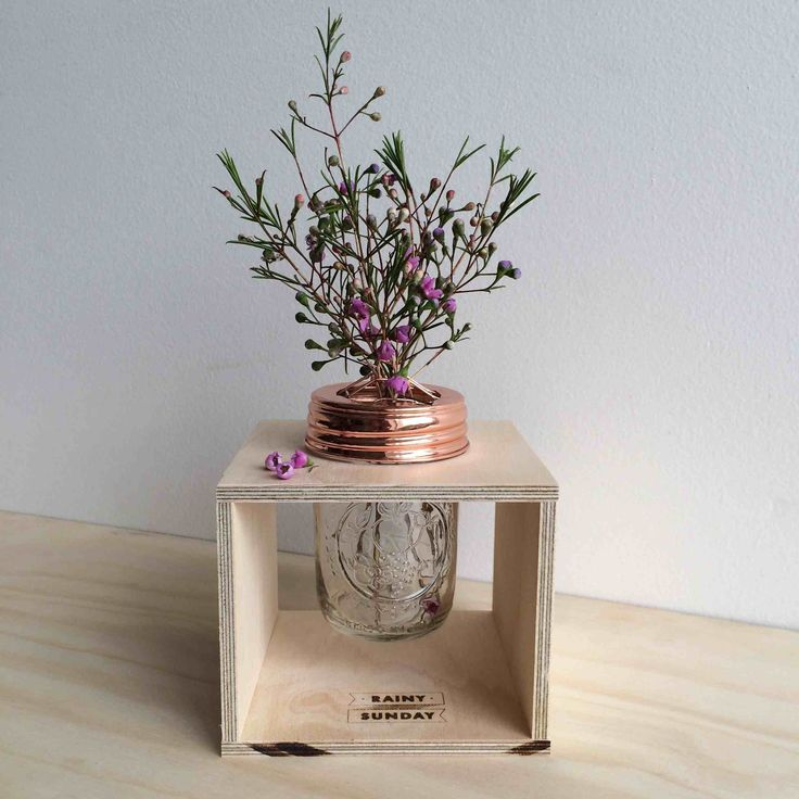 This beautiful flower box has been designed by Rainy Sunday. It includes the handcrafted pine plywood flower box, Ball Mason jar and the stylish copper lid that has been especially designed to make flower arranging a breeze.  The box is 13cm x 13cm.  The flower arranging lid has been plated, polished and sealed with a clear gloss lacquer. This means it will not tarnish. Our copper lids are universal and fit any regular mason jar with a 68mm mouth.  We only use authentic Ball Mason jars ...