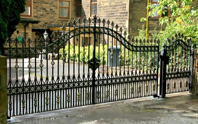 25 best ideas about iron gates driveway on pinterest for Aluminum driveway gates prices