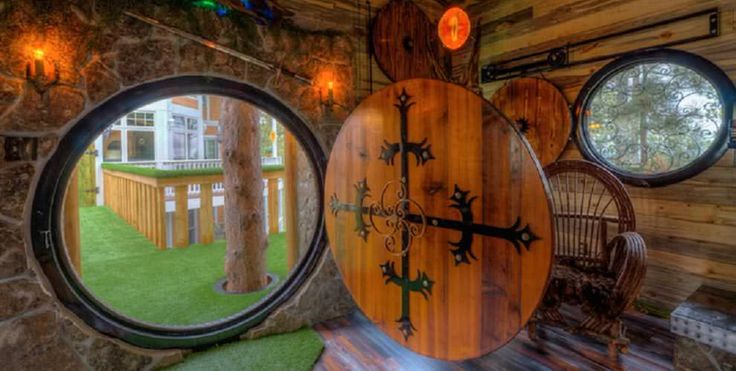 In Black Hills, South Dakota, there's a geeky house that's been remodeled to look like a Hobbit's humble abode. Although this one's not located on the side