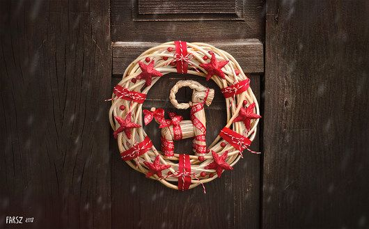 Red reindeer wreath, christmas, christmas wreath, natural, red, straw, straw ornaments,  reindeer
