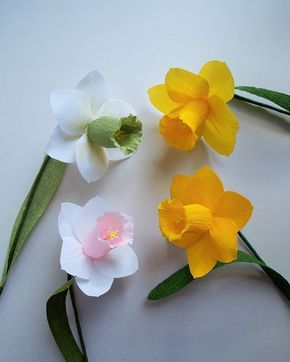 Daffodils by amelis lovely creations #amelislovelycreations #crepepaperflowers #handmade #daffodils