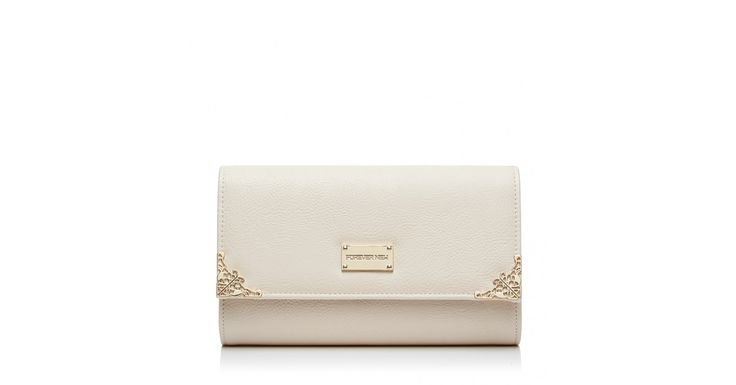Complete your look with this easy to wear clutch. Featuring ornate hard ware detailing on the corners and branded Forever New plate. The chain strap is detachable and the lining is exclusively printed for Forever New. Approximate Dimensions: H 15.5cm, W 23cm, D 4cm.