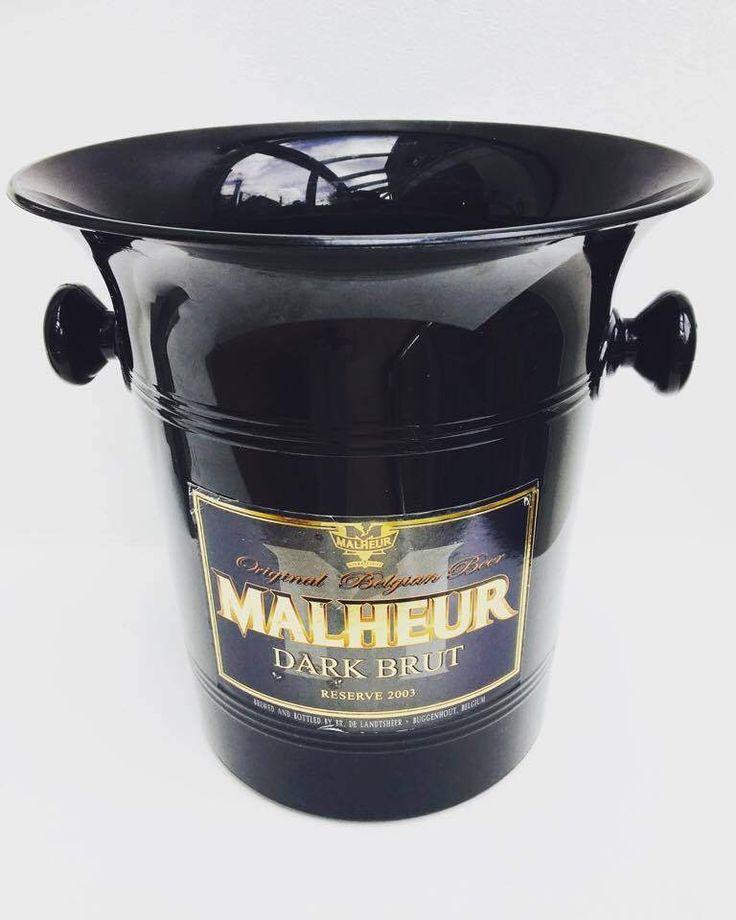 Seau a bière, seau a glace, fait en Belgique pour la bière belge Malheur Dark Brut en plastique noir. Accessoire bar, bar vintage de la boutique VintagechicBruxelles sur Etsy