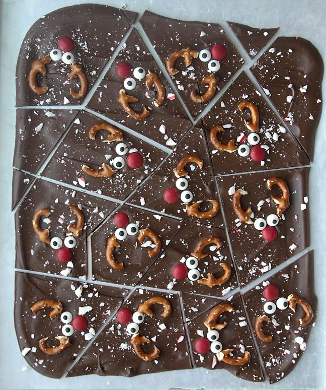 Chocolate peppermint reindeer bark is a fun Christmas treat that's super eas…