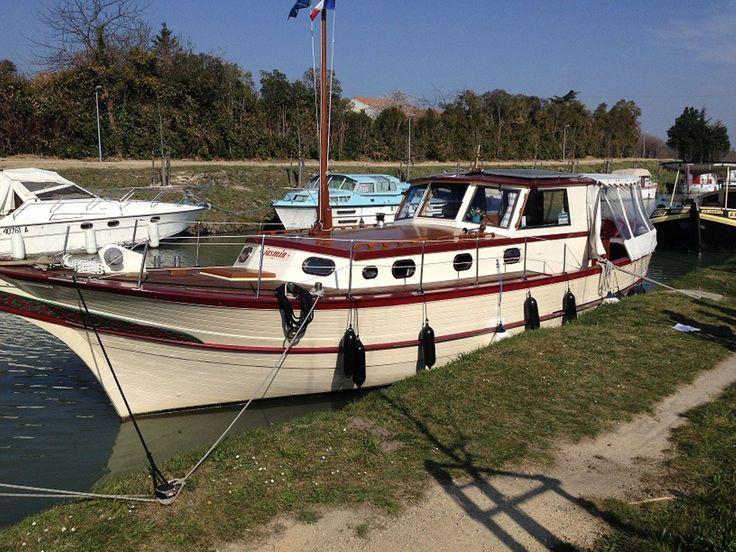 Cespestang Nautic  situé  Capestang  au bord du Canal du Midi. Nous sommes spécialisés dans la vente de bateaux  d'occasion. Nous réalisons également  l'entretien de  bateaux, toutes marques, effectuons la motorisation.
