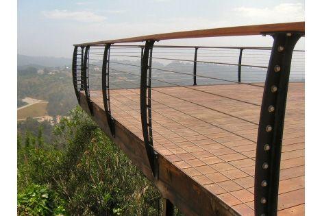 deck cable railing system | bowed struts?
