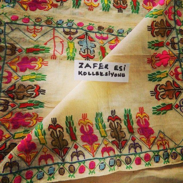 Zafer Esi Koleksiyonudur. Bir dağ yörüğüne ait el işlemesine örnektir. Zafer Bey'in izniyle koleksiyonundan bazı parçaları @zeybek_us instagram hesabımızdan takip edebilirsiniz.