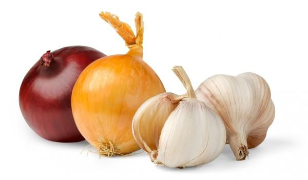 Onions & garlic: Garlic has been used for centuries to promote good health. Research shows that members of the allium family, such as garlic, spring onions and other onions, can be used to lower cholesterol and protect the heart. Use garlic liberally in cooking and on fresh salads