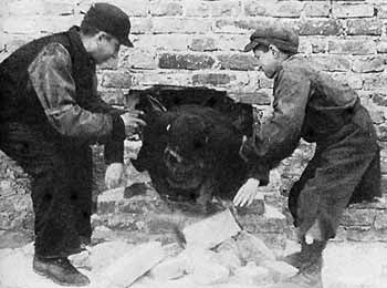 Jewish Children Smuggling Food Into The Warsaw Ghetto.