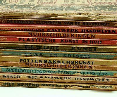 Series De toegepaste Kunsten in Nederland 8 volumes of 24 Naaldkunst Speelgoed Muurschilderingen Pottenbakkerskunst Glas en kristal Gewijde kunst De sierende elementen van de bouwkunst Plastische kunst published by W.L J Brusse Rotterdam 1923-1928 Dutch text added 4 duplicates