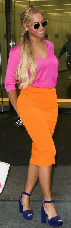 Who made  Beyonce Knowles' tan sunglasses, pink v neck sweater, jewelry, orange skirt, and blue platform suede sandals?