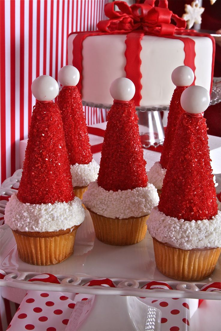 Christmas santa hat cupcakes  #cupcakes #santahat #dessert #clever #Christmas