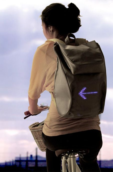 SEIL backpack by Lee Myung Su (http://www.leemyungsu.com/) uses LED lights to display traffic signals. Simply by controlling the detachable wireless controller, the user can show directional and emergency signals on the back of the backpack. #concept #design #bagpack #bicycle #bike