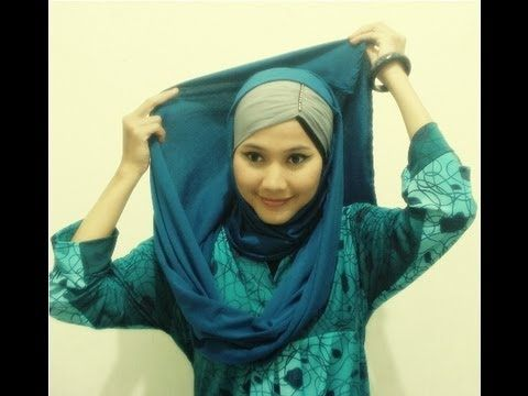 CLASSIC LOOK. Pashmina Hijab tutorial gives us a classic look with a SIMPLE style.. Just follow this video tutorial.. Find us on Facebook at   http://www.facebook.com/CaraMemakaiJilbab1