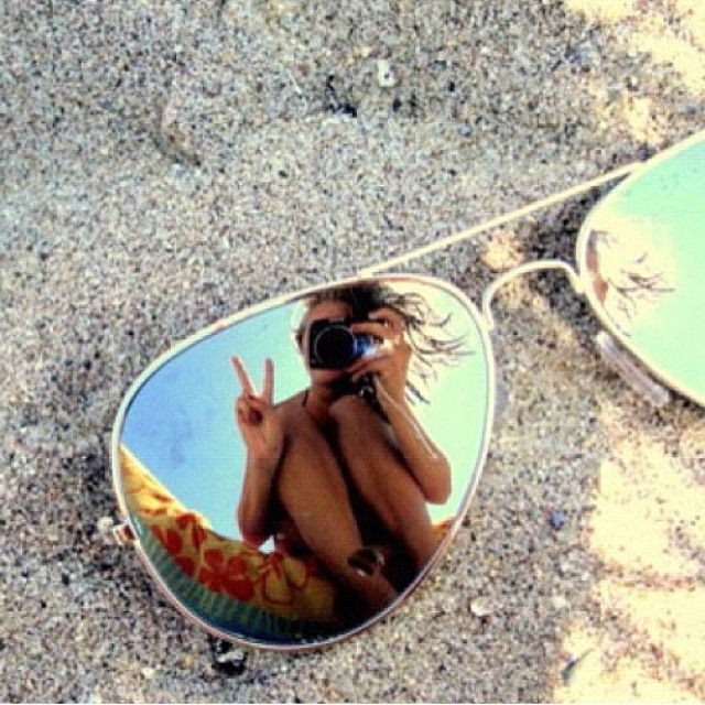 25 Poses que debes intentar para tus fotos en la Playa