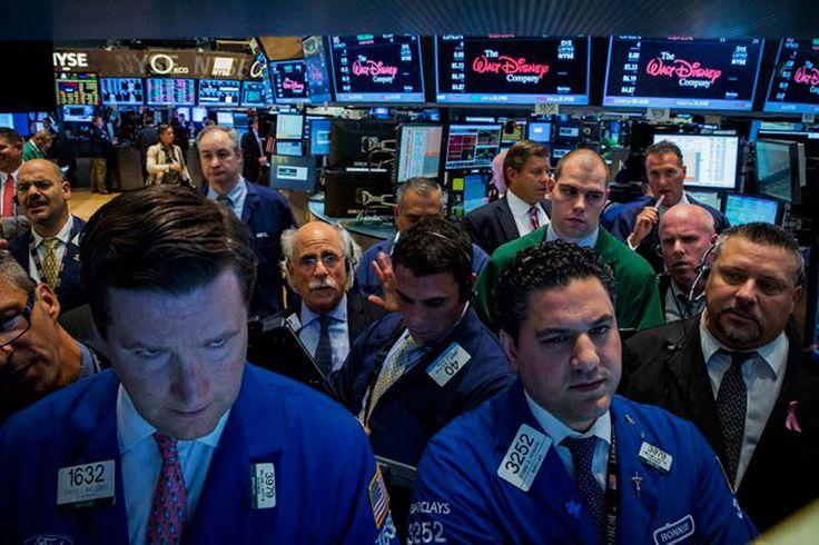 En Wall Street se desploman las acciones de los bancos argentinos http://www.ambitosur.com.ar/en-wall-street-se-desploman-las-acciones-de-los-bancos-argentinos/ Los ADR de Grupo Galicia, Banco Macro y Banco Francés se hunden hasta 7 por ciento. En la Bolsa porteña ceden entre 2 y 4 por ciento.    La falta de definiciones en el extendido conflicto judicial con los holdouts en la Justicia de los EEUU empieza a golpear con más fuerza
