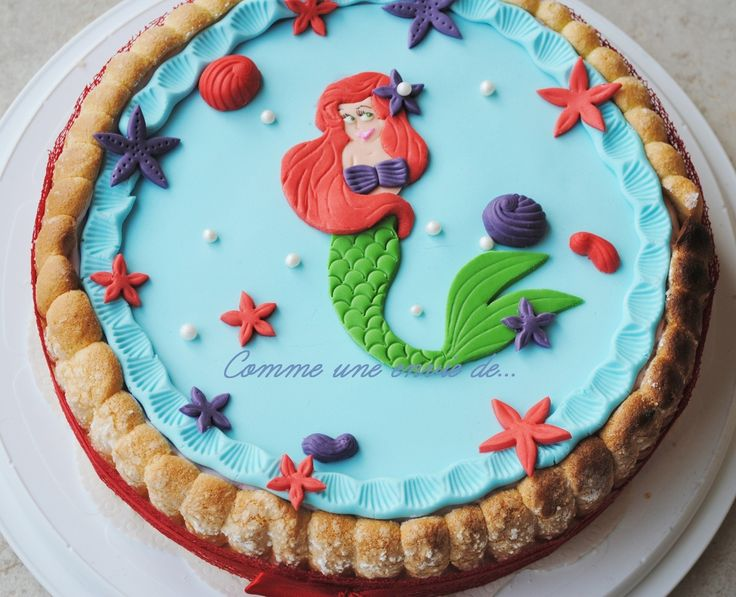 Voilà un des 2 gâteaux réalisés pour les 3 ans de Clémentine : Ariel la petite sirène: Une charlotte aux fraises