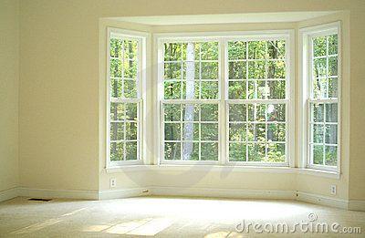 Heldere en luchtige ruimte binnen een huis met erker om zonlicht binnen te laten