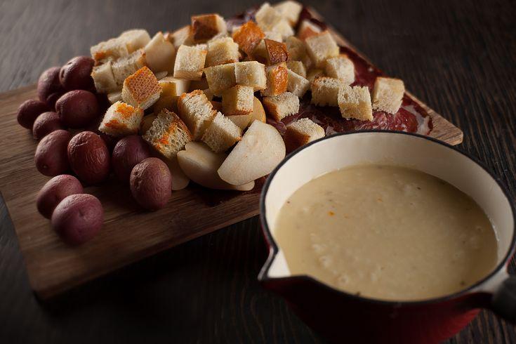 Fondue au fromage à la bière blanche et chipotle | Recettes | Signé M
