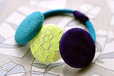 ブルーとパープルのスエードのくるみボタンとレースのくるみボタン(25ミリ)が3個ついています。|ハンドメイド、手作り、手仕事品の通販・販売・購入ならCreema。